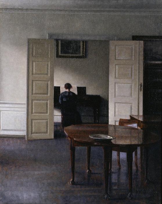 ヴィルヘルム・ハマスホイ『ピアノを弾く妻イーダのいる室内』1910年 国立西洋美術館蔵(東京展のみ出品)