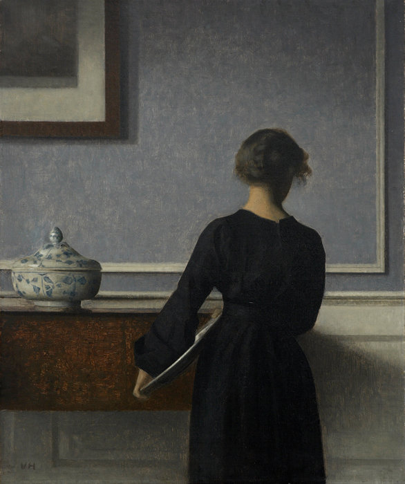 ヴィルヘルム・ハマスホイ『背を向けた若い女性のいる室内』1903-04年 ラナス美術館蔵 ©Photo: Randers Kunstmuseum