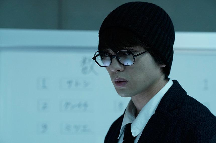 シンジロウ役の新田真剣佑 ©2019「十二人の死にたい子どもたち」製作委員会