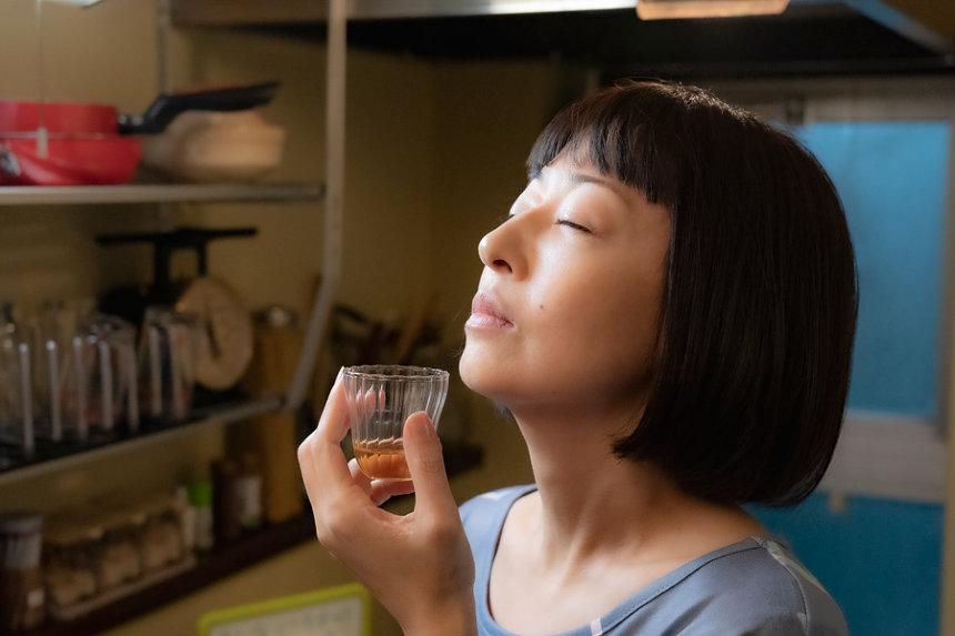 『甘いお酒でうがい』 ©吉本興業