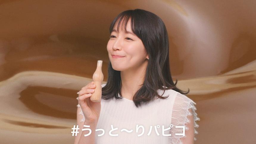 江崎グリコ新テレビCM「みんなのパピコ」篇より