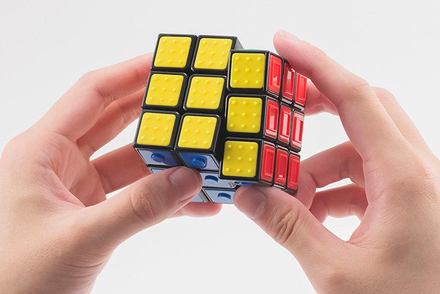 視覚だけでなく触覚でも楽しめる『ルービックキューブ ユニバーサルデザイン』