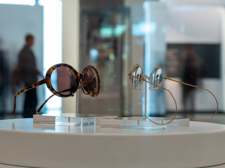 『Two pairs of glasses』Photo by Mark McNulty ©Yoko Ono