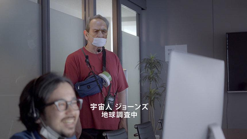サントリーコーヒー「クラフトボス」新テレビCM「宇宙人ジョーンズ・顔合わせ」篇より
