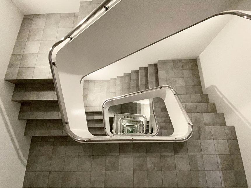 レアンドロ・エルリッヒ『INFINITE STAIRCASE』 ©Leandro Erlich