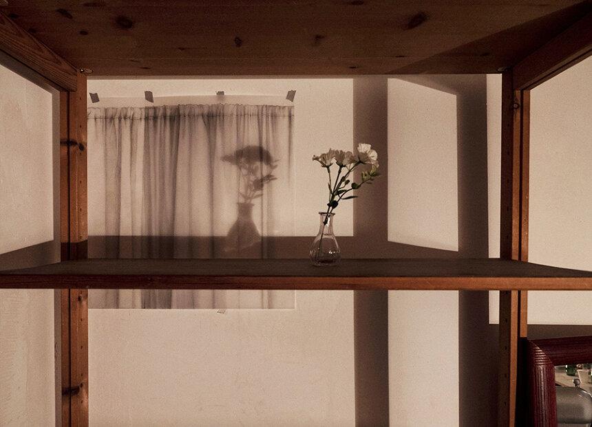 橋本晶子『Yesterday's story』(部分)2018 鉛筆、紙、部屋 撮影:Watson studio