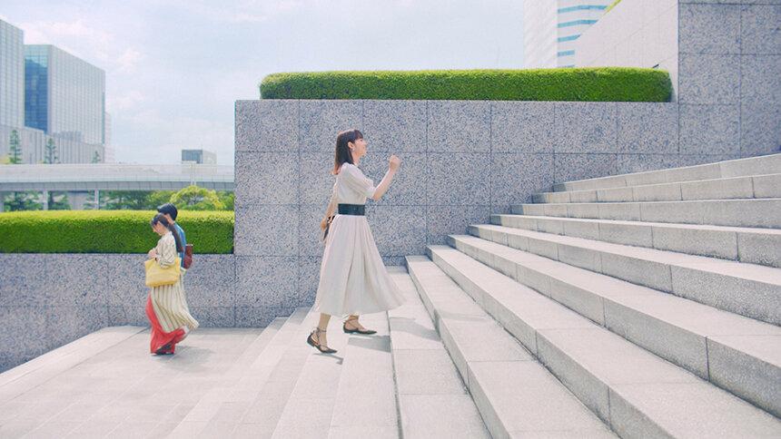 日清MCTオイル新CM「Hop Step MCT 毎日が運動だ。階段」篇より