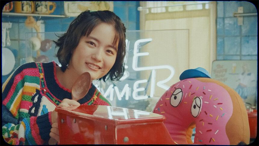 "SHE IS SUMMER""ドーナツ""PVより"