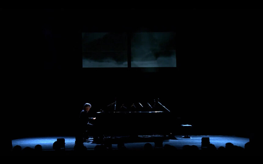 『playing the piano europe 2009』