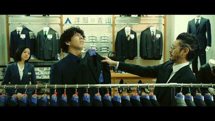 メンズ向け超多機能フレッシャーズスーツの新CM「青山探偵事務所 〜第2話〜 入学式に潜入せよ!篇」より