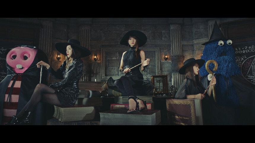 UQ mobile「UQ学割」新CM「三姉妹先生」篇より
