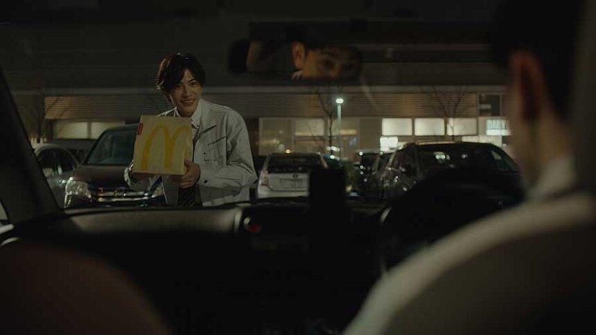 マクドナルドの新テレビCM「車内でごはん/フィッシュ」篇より