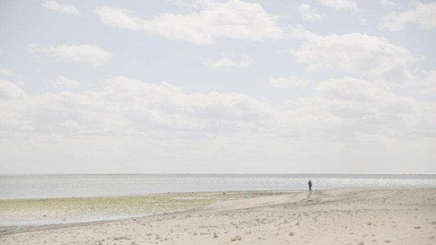 野口里佳『光る海』2021、ビデオ(サイレント)(18分) ©Noguchi Rika