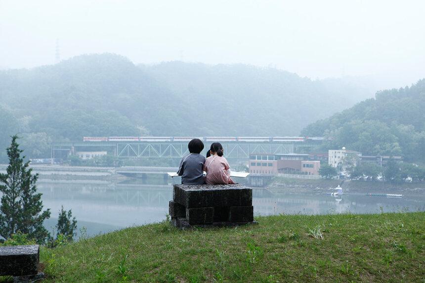 『湖底の空』 ©2019MAREHITO PRODUCTION