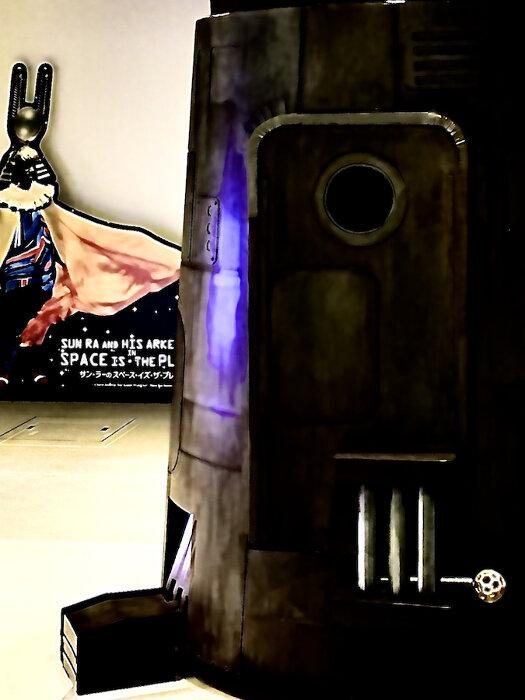 アップリンク吉祥寺に出現した「釣鐘形宇宙船ペペラッツ」