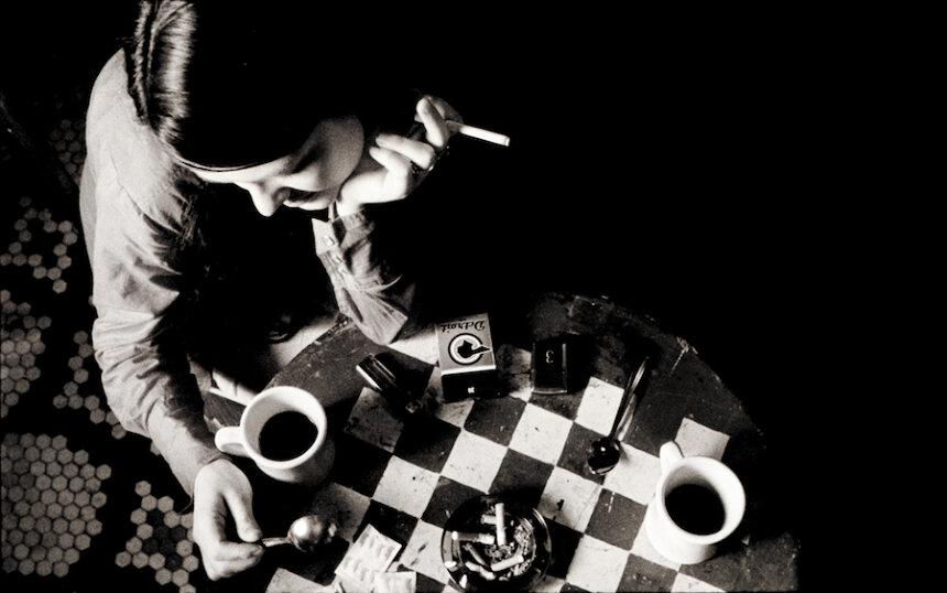『コーヒー&シガレッツ』 © Smokescreen Inc.2003 All Rights Reserved