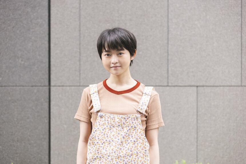 高村美園役の伊藤万理華 ©「お耳に合いましたら。 」製作委員会