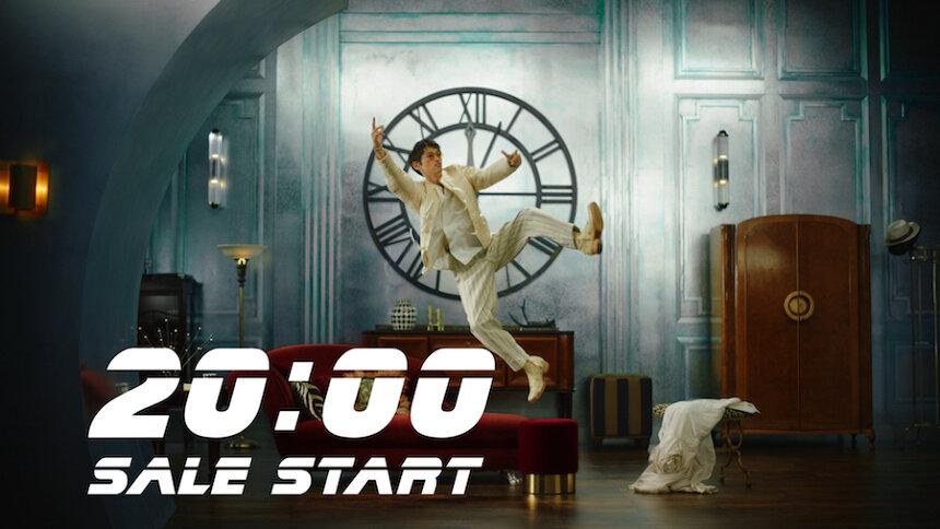 GLADD新テレビCM「20時を待つ男 登場篇」より