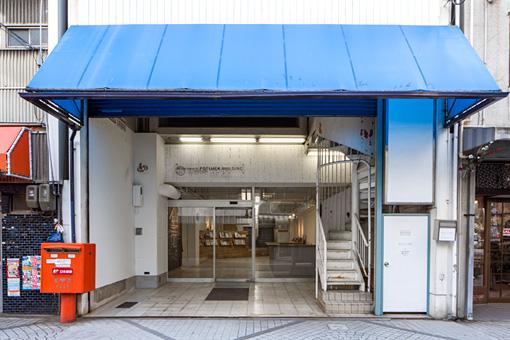 「MAT, Nagoya」の拠点であるMinatomachi POTLUCK BUILDING外観(撮影:Yasuko Okamura)