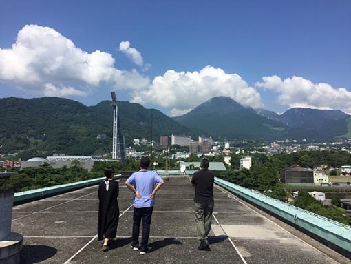 『in BEPPU』視察で別府の山並みを眺める目