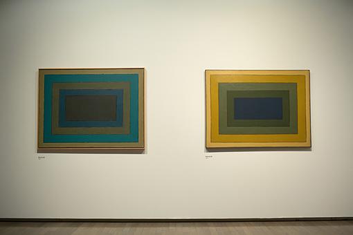 左:『Work B.183』1958年 油彩・キャンバス 97×130.3cm 協力:ギャラリー米津 右:『Work B.169』1958年 油彩・キャンバス 97×130.4cm 千葉市美術館蔵