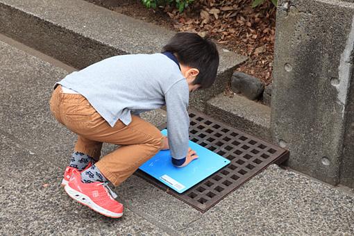 子供たちの関心は実にさまざま。Photo:Yukiko Koshima