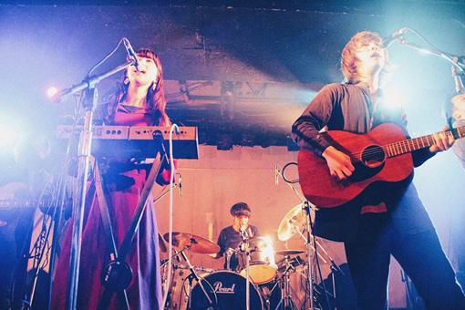 左から:Anna(Vo)、Rei(Gt,Vo)