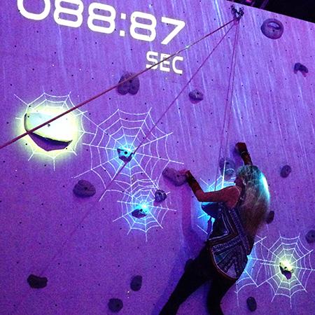 「Sony's Visual Interaction Technology」あたかも映画の世界に入り込んだかの様な体験型スポーツクライミングアトラクション