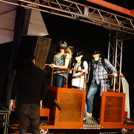 「Special Showcase for Future WOW:Gold Rush VR」 ソニー・ミュージックエンタテインメントとVRアトラクション制作会社「Hashilus」が共同で提供した、五感をフルに使った強烈なVRアトラクション