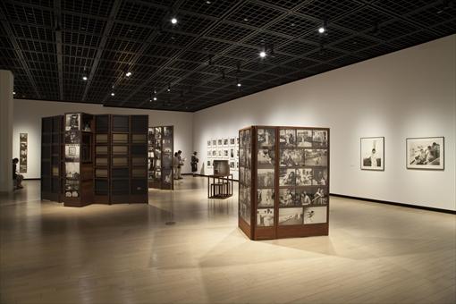 東京都写真美術館『ダヤニータ・シン インドの大きな家の美術館』展 展示風景
