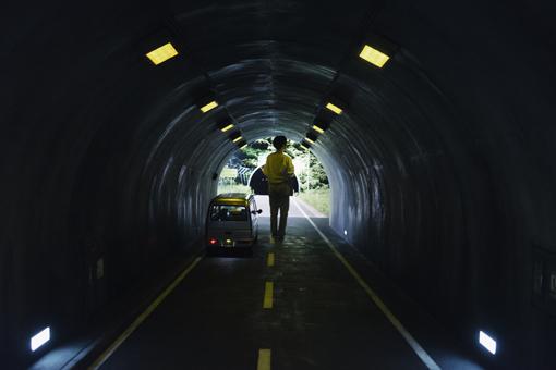 越後妻有里山現代美術館[キナーレ]に常設されているレアンドロ・エルリッヒ『トンネル』