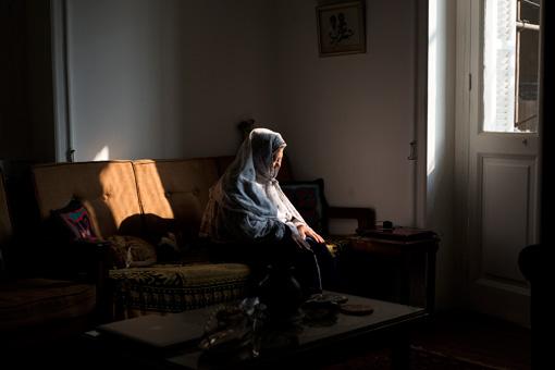 「ニコン創立100周年記念部門」のグランプリ作品である、アンナマリア・ブルーリの『Greeting to the Sun(太陽を迎える祈り)』
