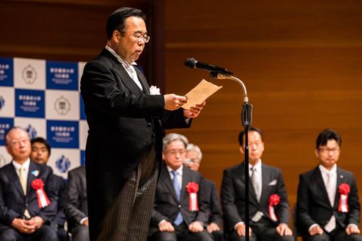 式辞を述べる東京藝術大学長・澤和樹