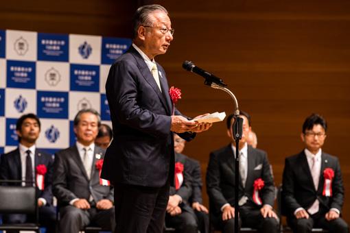 オフィシャルパートナーを代表して挨拶する、株式会社ぐるなび 代表取締役会長 CEO・創業者 滝久雄氏