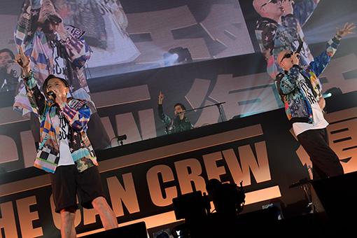 """1曲目の""""ONCE AGAIN""""でいきなり客の心を掴んだRHYMESTER(左からMUMMY-D、DJ JIN、宇多丸)"""