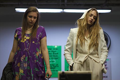 『GIRLS』にジェッサ役で出演しているジェマイマ・カーク(右) 『タイニー・ファニチャー』より