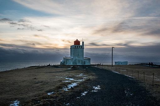 レイニスドランガルを望む灯台