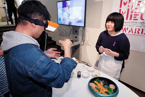 佐藤瑠美のAR映像インスタレーション『サーモンちゃんのあじ』の体験コーナー