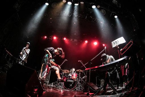 「うちとれ!」左から:橋本孝太(Gt)、永田雄樹(Ba)、伊藤隆郎(Dr)、ADAM at、ササキヒロシ(Gt)