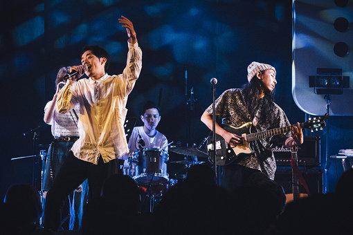 左から:環ROY(Rap)、高木陽(Dr)、中野陽介(Vo,Gt) 撮影:タイコウクニヨシ
