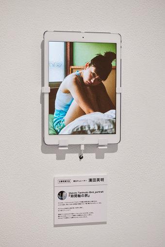Makoto Tanimoto @mt_portrait『時間軸の旅』 / 濱田英明によって選出された公募作品。公募作品はipadで展示された