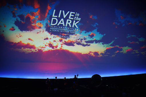『LIVE in the DARK -w/Quartet-』の様子