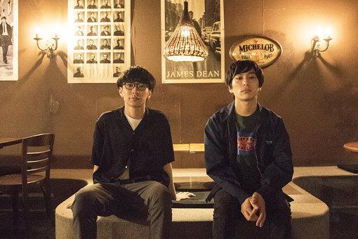 左から:椎木知仁(My Hair is Bad)、古舘佑太郎(2) / ロケの模様は『TOKYO MUSIC ODYSSEY』のInstagramでも配信