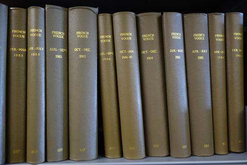 図書館には、世界各国で発行された『VOGUE』が全号揃う
