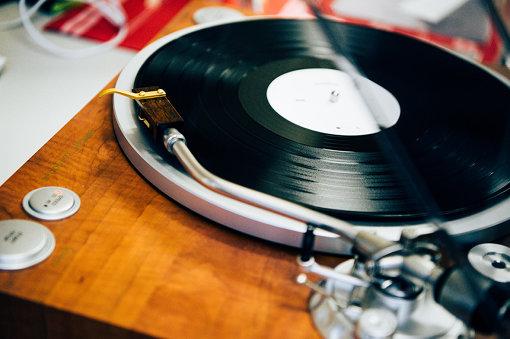 当日は、オールディーズから最新の作品までスタッフが持ち寄ったレコードがかけられていた
