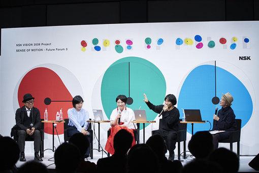 左から:中谷日出、荒牧悠、市原えつこ、和田永、紫牟田伸子