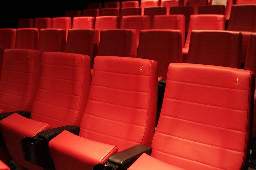 スクリーン3の真っ赤なシート