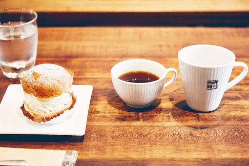 スウェーデンのお菓子「セムラ」とともにコーヒーを味わう時間は、まさに「Fika」そのもの