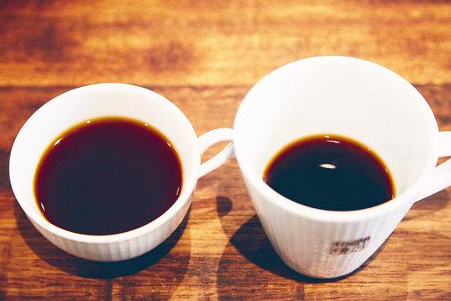 左がスペシャルティコーヒー、右がブレンドの「インスクリプション」