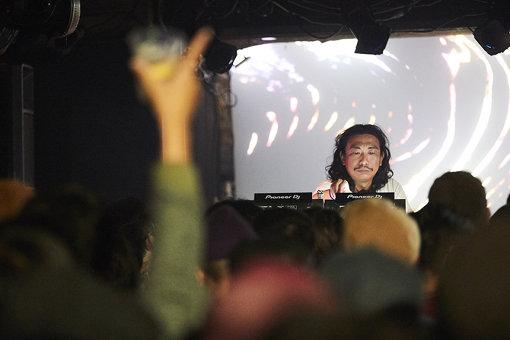 DJ NOBU(METROでのパフォーマンスの様子) / photo by Eizaburo Sogo